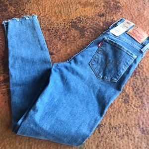 {Levi's} 720 High Rise Super Skinny Jeans. Size 27